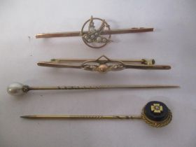 Mixed jewellery to include two 9ct gold bar brooches and two yellow metal stick pins