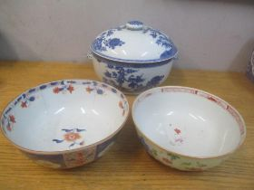 Eighteenth century Chinese porcelain comprising a tureen and cover and two bowls, each damaged