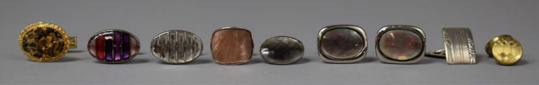 A Small Collection of Gents Cufflinks