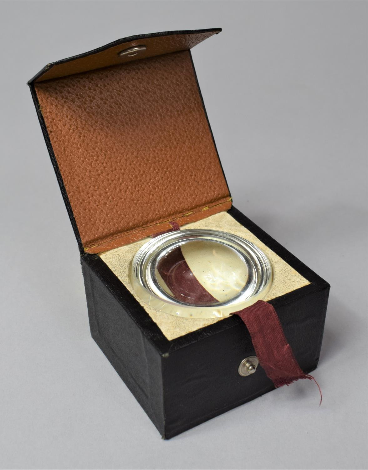 A Cased Flat Field Magnifier, 5.5cm Diameter - Image 2 of 3