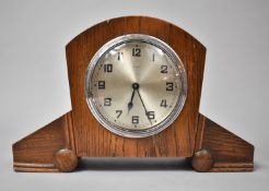 An Art Deco Oak Mantle Clock with Eight Day Movement, 24.5cm wide