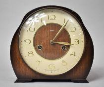 A Mid 20th Century Smiths Oak Cased Mantle Clock, 19cm high