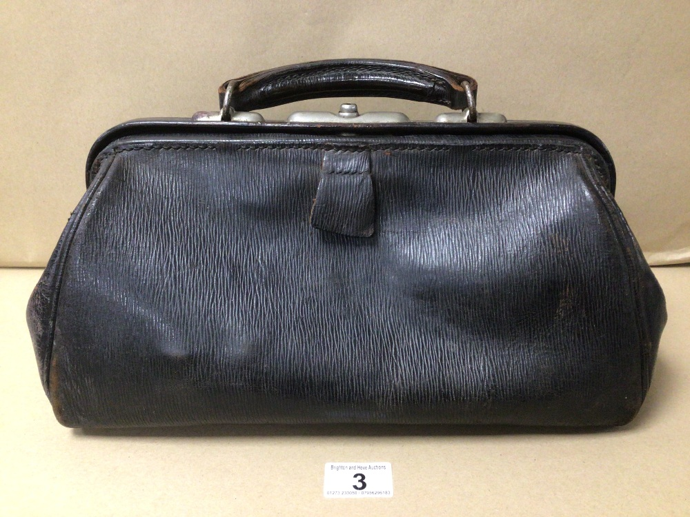 A VINTAGE LEATHER DOCTORS BAG BY BAILEY AND SON LONDON