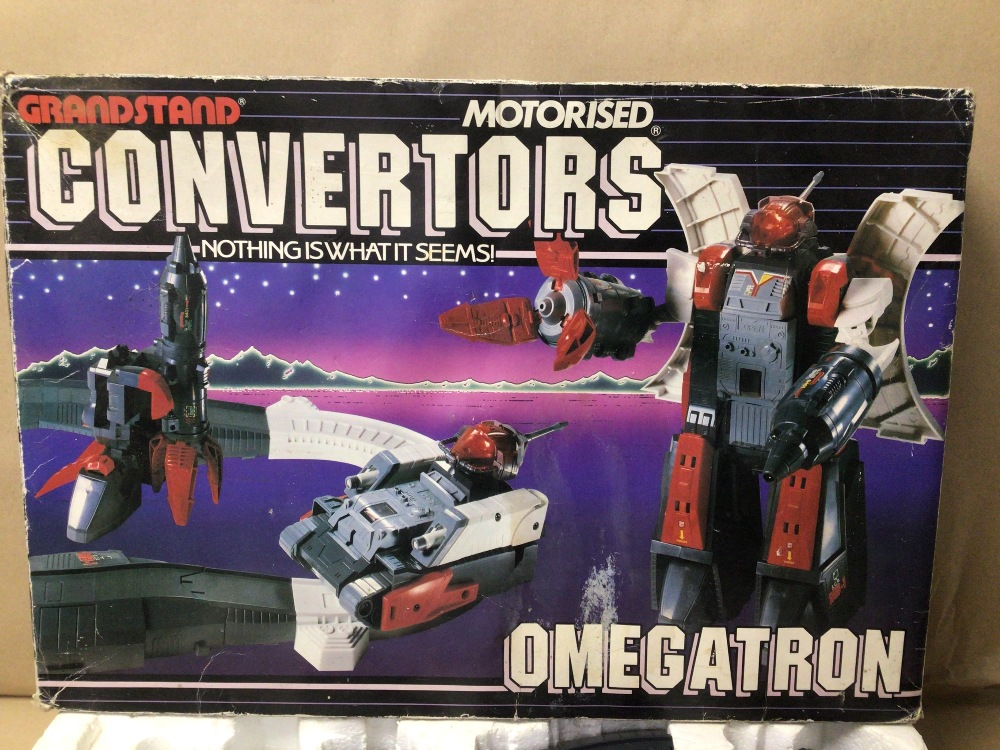 A 1980'S TRANSFORMER BY GRANDSTAND MOTORISED CONVERTORS OMEGATRON BOXED - Image 3 of 3