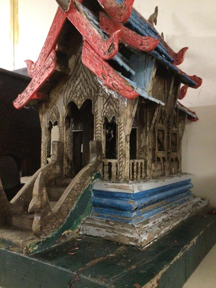 A MINIATURE VINTAGE WOODEN (VIHARA) BUDDHIST TEMPLE 53CM HIGH - Image 3 of 3