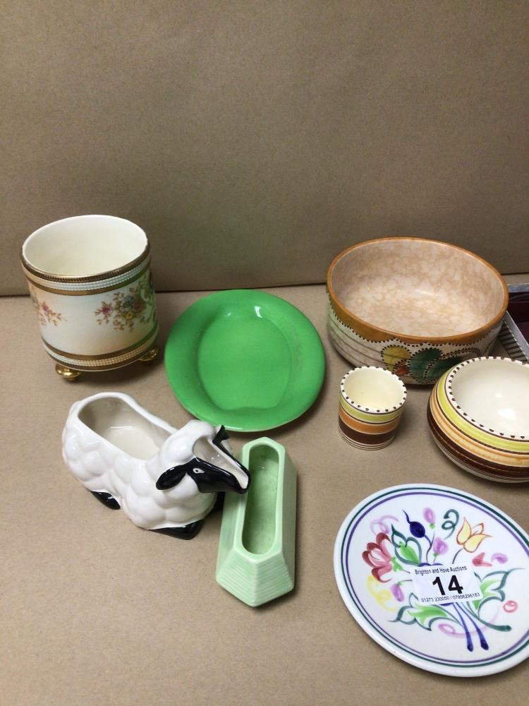 A MIXED QUANTITY OF VINTAGE CHINA, CARLTON WARE, TORBAY POTTERY, POOLE, AND CROWN DEVON - Image 3 of 3