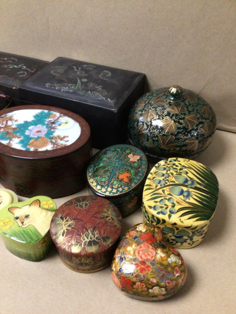 A QUANTITY OF MIXED BOXES, TRINKET, HAND PAINTED, ORIENTAL, PAPER MACHE, AND MORE - Image 2 of 4