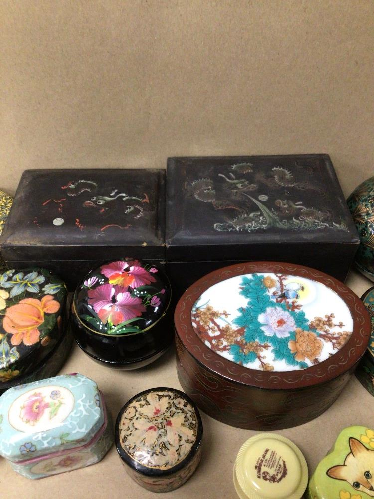 A QUANTITY OF MIXED BOXES, TRINKET, HAND PAINTED, ORIENTAL, PAPER MACHE, AND MORE - Image 4 of 4