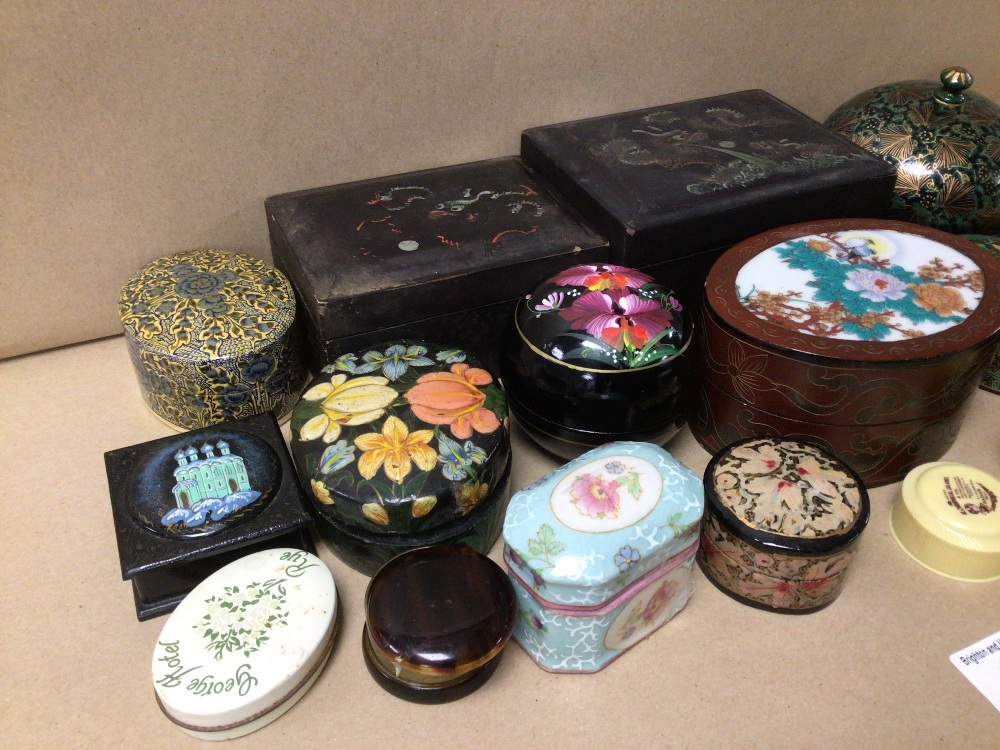 A QUANTITY OF MIXED BOXES, TRINKET, HAND PAINTED, ORIENTAL, PAPER MACHE, AND MORE - Image 3 of 4