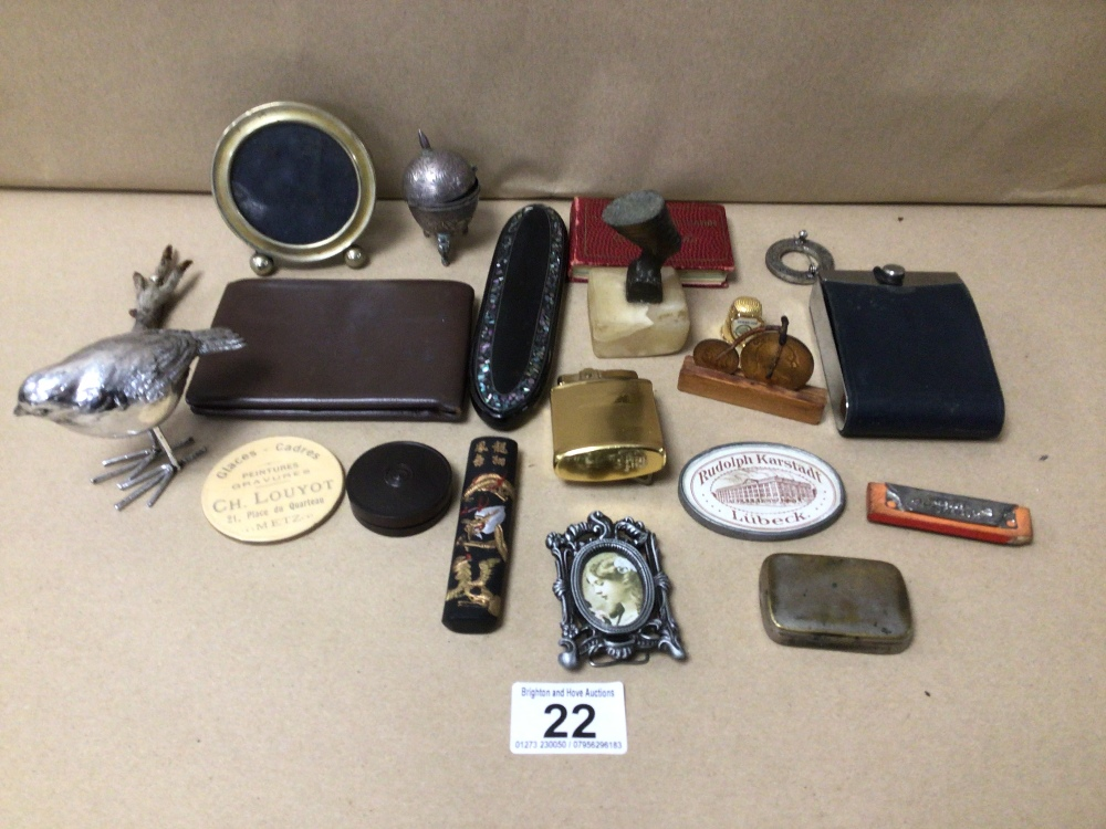 A MIXED BOX OF COLLECTABLES, LIGHTER, BROOCHES AND MORE