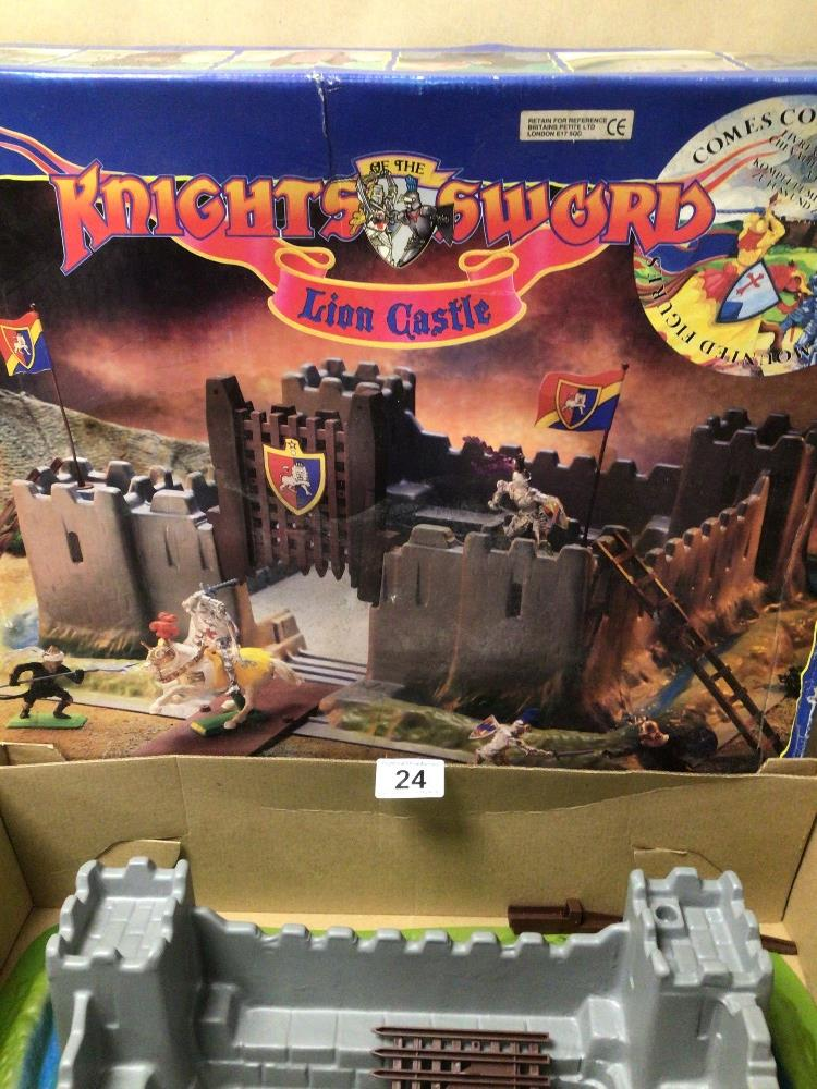 A BOXED BRITAINS KNIGHTS SWORD LION CASTLE - Image 3 of 3