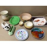 A MIXED QUANTITY OF VINTAGE CHINA, CARLTON WARE, TORBAY POTTERY, POOLE, AND CROWN DEVON