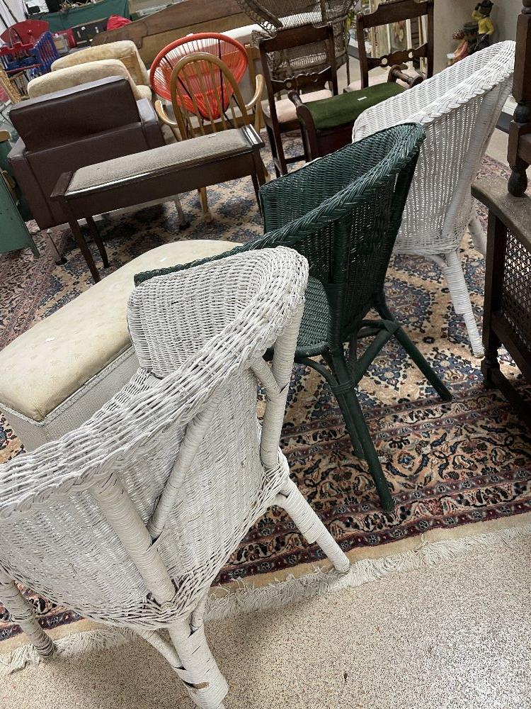 THREE LLOYD LOOM STYLE CHAIRS WITH A LINEN BASKET - Image 5 of 9