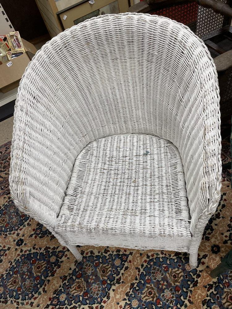THREE LLOYD LOOM STYLE CHAIRS WITH A LINEN BASKET - Image 2 of 9