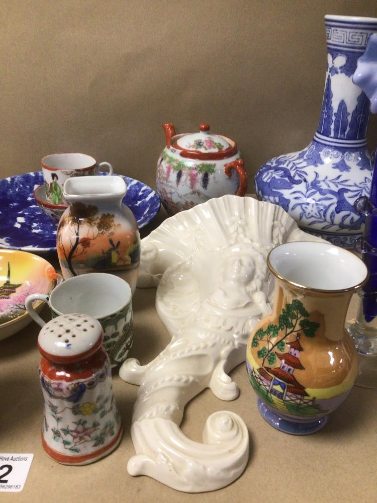 A MIXED COLLECTION OF MAINLY ORIENTAL PORCELAIN, INCLUDES NORITAKE AND MORE WITH SOME CONTAINING - Image 3 of 8
