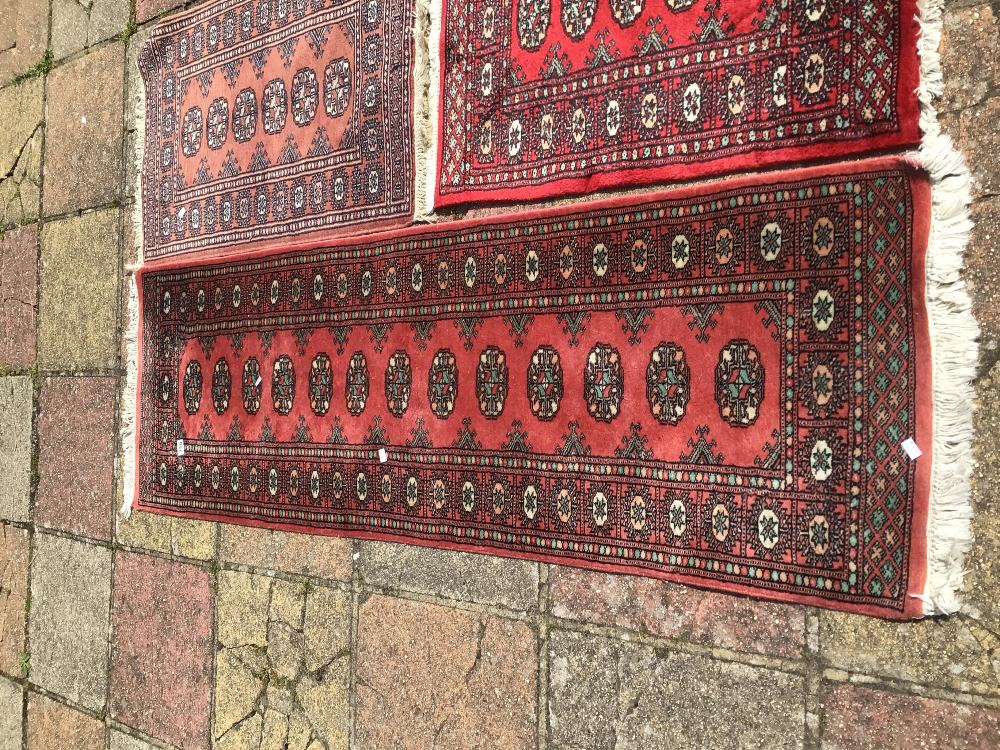A VINTAGE WOOL CARPET RUNNER WITH TWO OTHER WOOL RUGS, LARGEST 195 X 65CM - Image 3 of 3