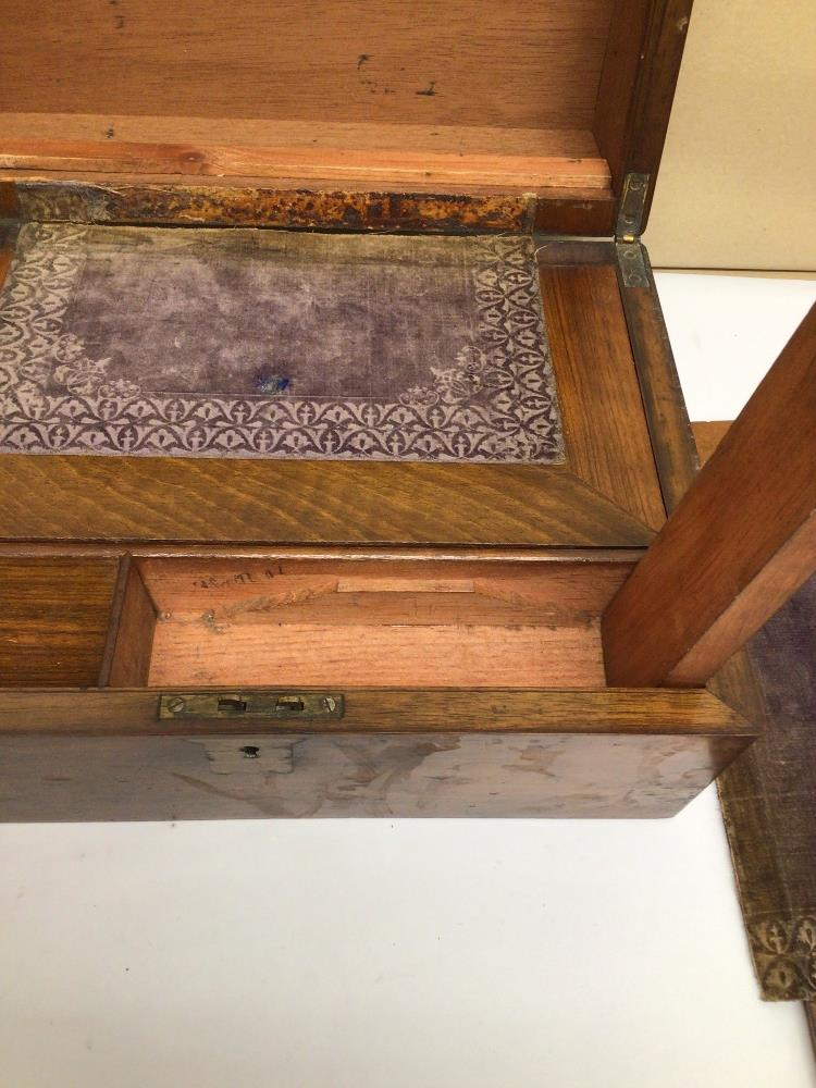 A VICTORIAN WALNUT RECTANGULAR WRITING SLOPE WITH BRASS CORNERS, 30CM - Image 5 of 6
