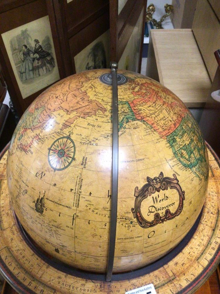 A TABLE TOP WORLD DISCOVERER WOODEN FRAMED GLOBE, 46CM HIGH - Image 2 of 5