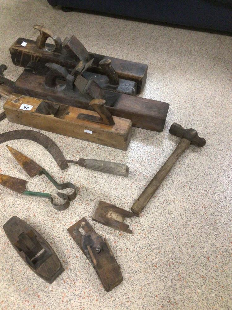 A COLLECTION OF LARGE VINTAGE TOOLS, INCLUDES PLANES, SQUARES, AND MORE - Image 2 of 4