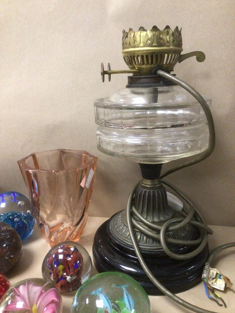 A COLLECTION OF MOSTLY ART GLASS PAPERWEIGHTS, UNMARKED AND MORE LARGEST BEING 30CM IN HEIGHT - Image 5 of 8