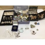 A SMALL COLLECTION OF COSTUME JEWELLERY AND A CASED SET OF SIX SILVER-PLATED PASTRY FORKS AND SPOONS