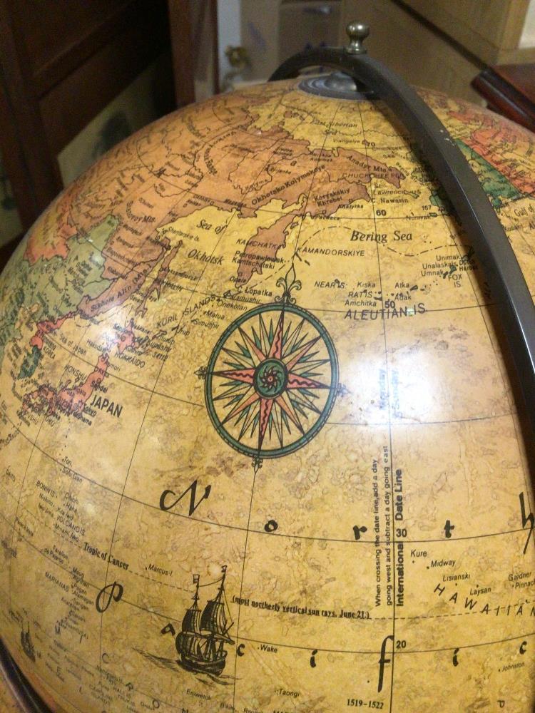 A TABLE TOP WORLD DISCOVERER WOODEN FRAMED GLOBE, 46CM HIGH - Image 4 of 5