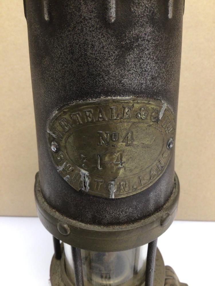 A VINTAGE W.E. TEALE AND CO LTD SWINTON LANCS MINERS LAMP, 24CM - Image 2 of 4