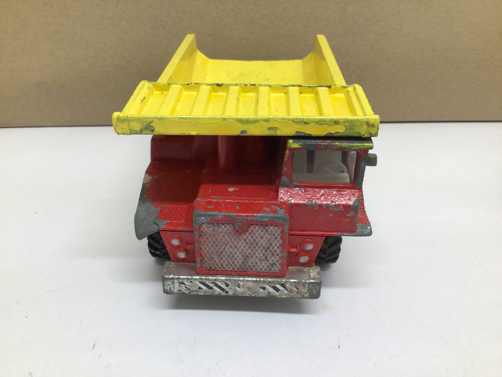 A PLAY WORN DINKY TOY AVELING BARFORD CENTAUR DUMP TRUCK - Image 3 of 4