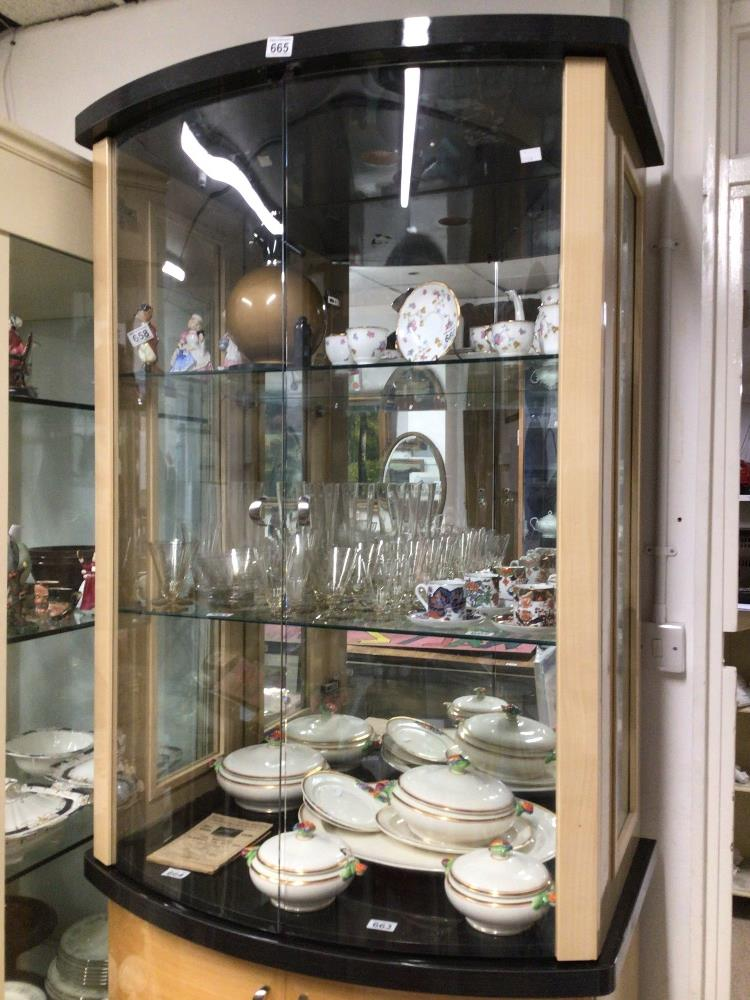 A MODERN GLASS FRONTED DISPLAY CABINET WITH STORAGE BOW FRONTED 203 X 91 X 55CM - Image 2 of 5