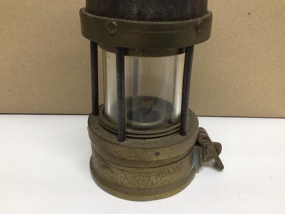 A VINTAGE W.E. TEALE AND CO LTD SWINTON LANCS MINERS LAMP, 24CM - Image 3 of 4