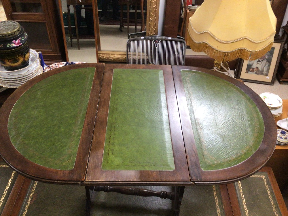 A GREEN DROP END SOFA TABLE WITH A DROP END SIDE TABLE BOTH WITH GREEN LEATHER TOPS, LARGEST 96 X 50 - Image 2 of 4