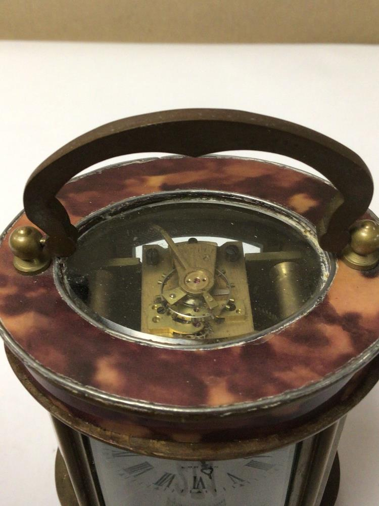 A SMALL BRASS WITH SIMULATED TORTOISESHELL OVAL CARRIAGE CLOCK, ELLIOT AND SONS ROMAN NUMERALS TO - Image 3 of 6