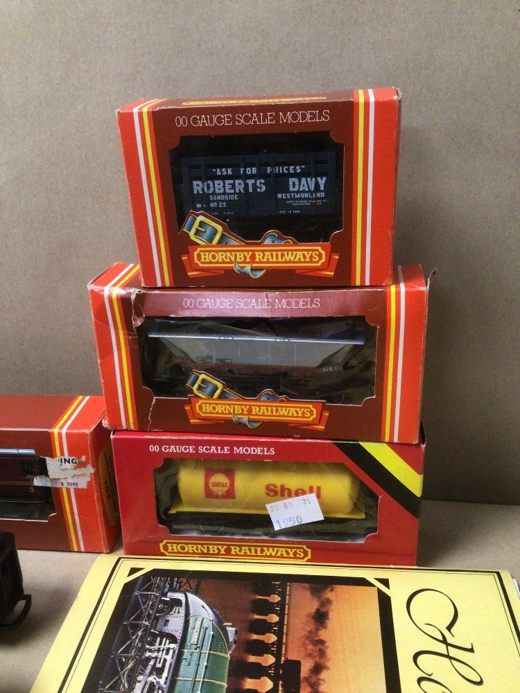 MIXED HORNBY TRAIN ITEMS, TWO INTERCITY 125 WITH A CARRIAGE ALSO BOXED (R-474, R-719, R-227, AND - Image 6 of 6