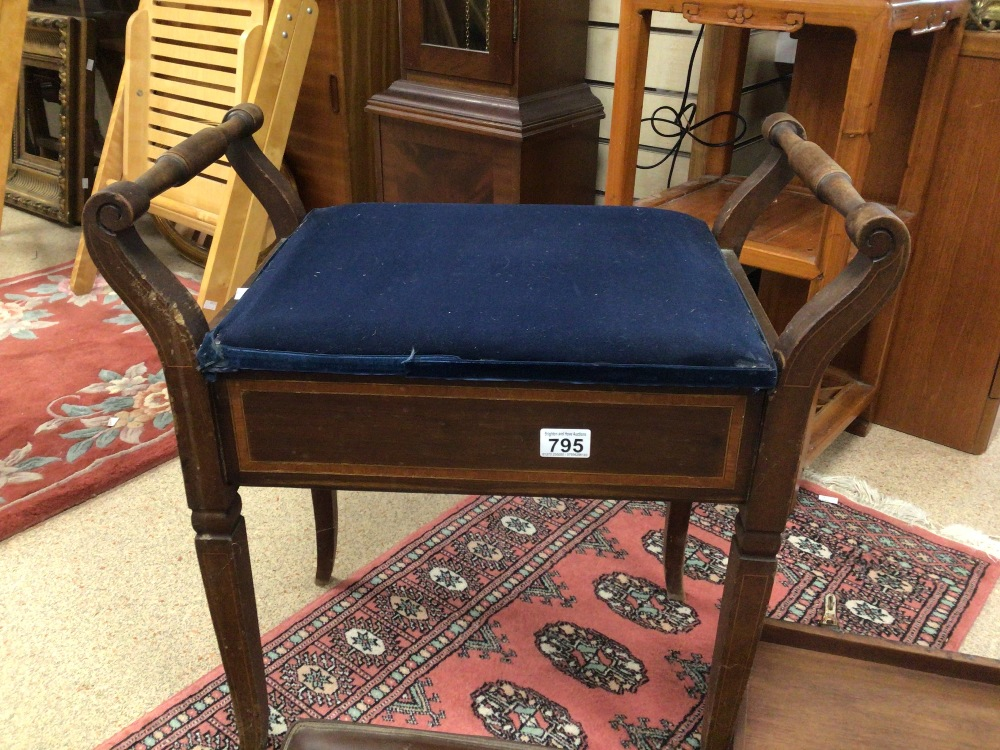A VINTAGE PIANO STOOL WITH STORAGE AND A QUANTITY OF MUSIC SHEETS - Image 4 of 5