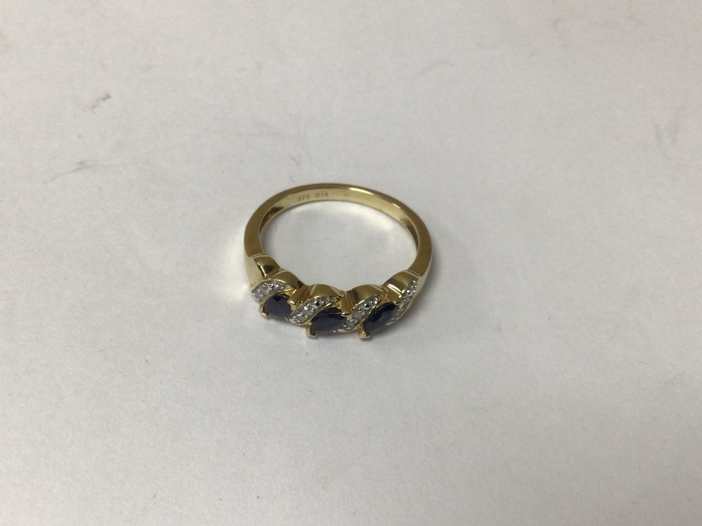 A 375 9CT GOLD RING WITH DIAMONDS AND SAPPHIRES O SIZE