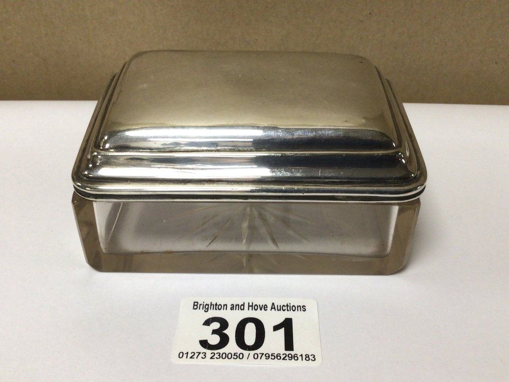 A VINTAGE 925 TOP BUTTER DISH (CHIP TO GLASS EDGE), 9 X 7CM