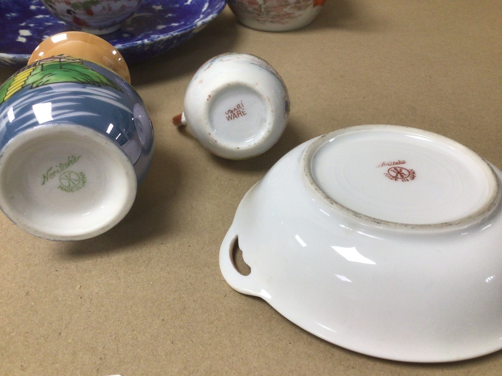 A MIXED COLLECTION OF MAINLY ORIENTAL PORCELAIN, INCLUDES NORITAKE AND MORE WITH SOME CONTAINING - Image 8 of 8
