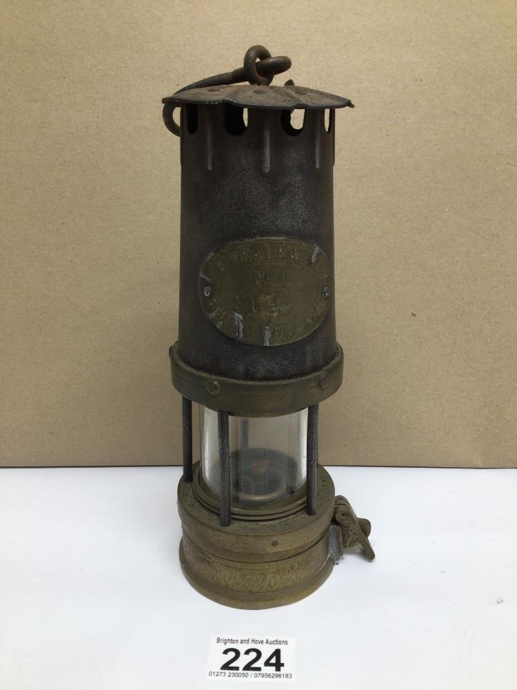 A VINTAGE W.E. TEALE AND CO LTD SWINTON LANCS MINERS LAMP, 24CM