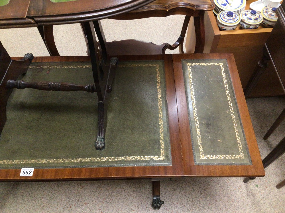A GREEN DROP END SOFA TABLE WITH A DROP END SIDE TABLE BOTH WITH GREEN LEATHER TOPS, LARGEST 96 X 50 - Image 3 of 4