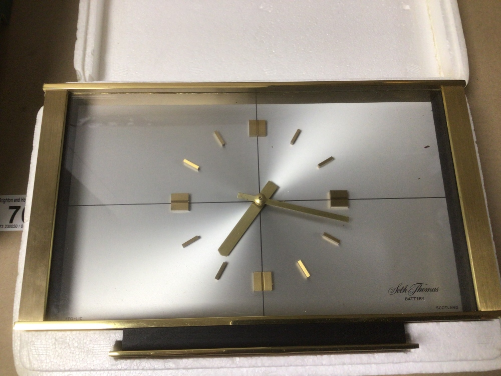 A COLLECTION OF MIXED VINTAGE CLOCKS INCLUDES A SMITHS BAKELITE ELECTRIC CLOCK, A SMITH THOMAS - Image 7 of 8