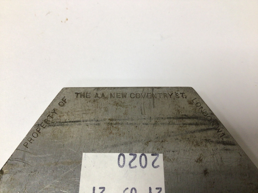 AN EARLY VINTAGE A.A (V232999) BADGE - Image 3 of 4