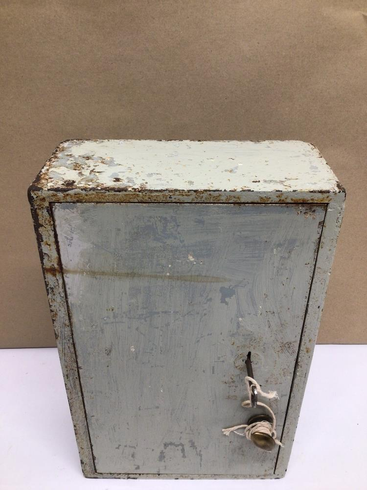 A VINTAGE METAL CHUBB WALL SAFE WITH LOCK AND KEY, 35 X 23 X 11CM - Image 5 of 5