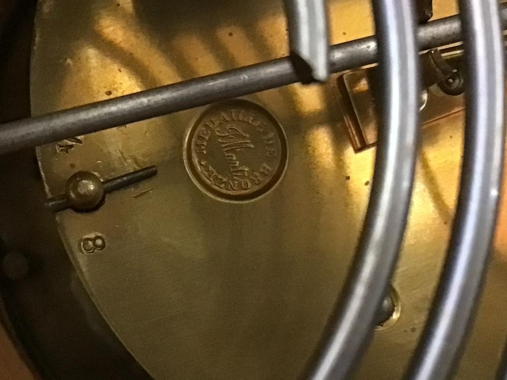 A VINTAGE OAK MANTLE CLOCK, 24CM - Image 5 of 5