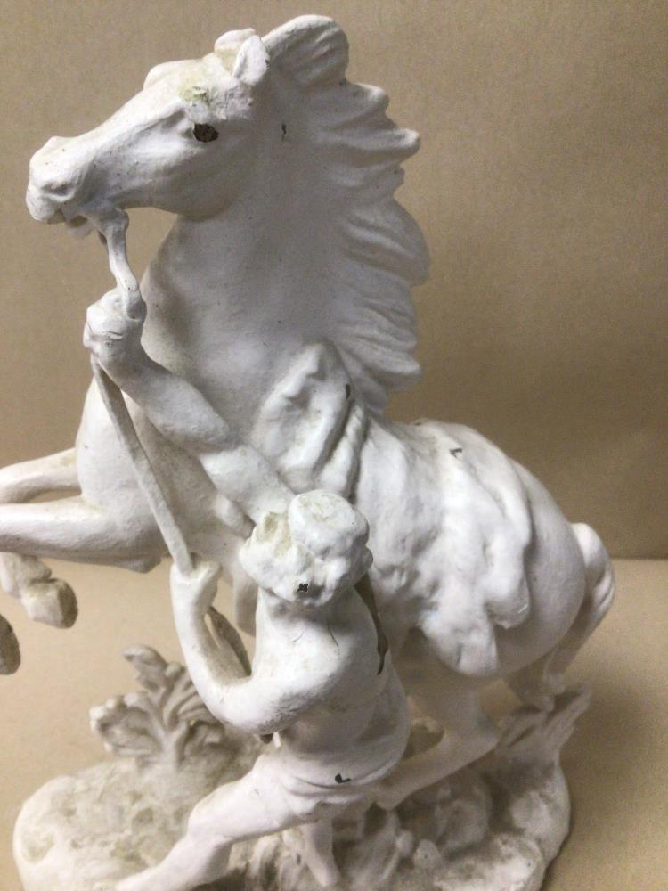 A PAINTED BRASS FIGURE OF A MAN REINING IN A HORSE 30CM IN HEIGHT - Image 3 of 6