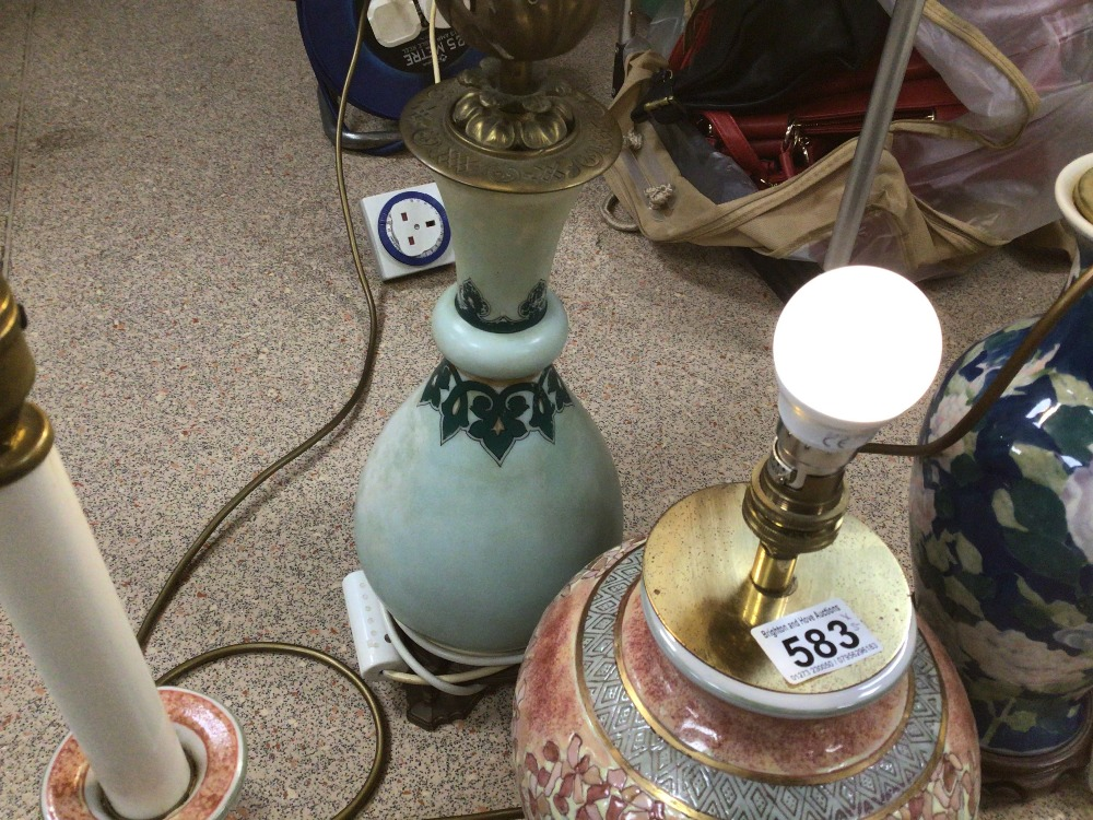 FIVE VINTAGE TABLE LAMPS, CERAMIC AND GLASS - Image 4 of 4