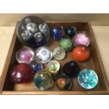 A COLLECTION OF ART GLASS PAPERWEIGHTS, NO MAKERS MARKS