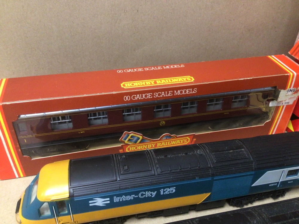 MIXED HORNBY TRAIN ITEMS, TWO INTERCITY 125 WITH A CARRIAGE ALSO BOXED (R-474, R-719, R-227, AND - Image 5 of 6