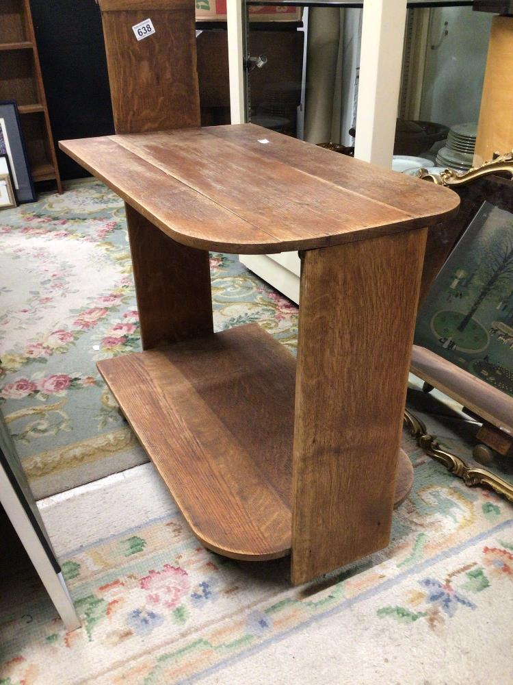 AN OAK ART DECO TROLLEY WITH TWO TIERS - Image 2 of 3
