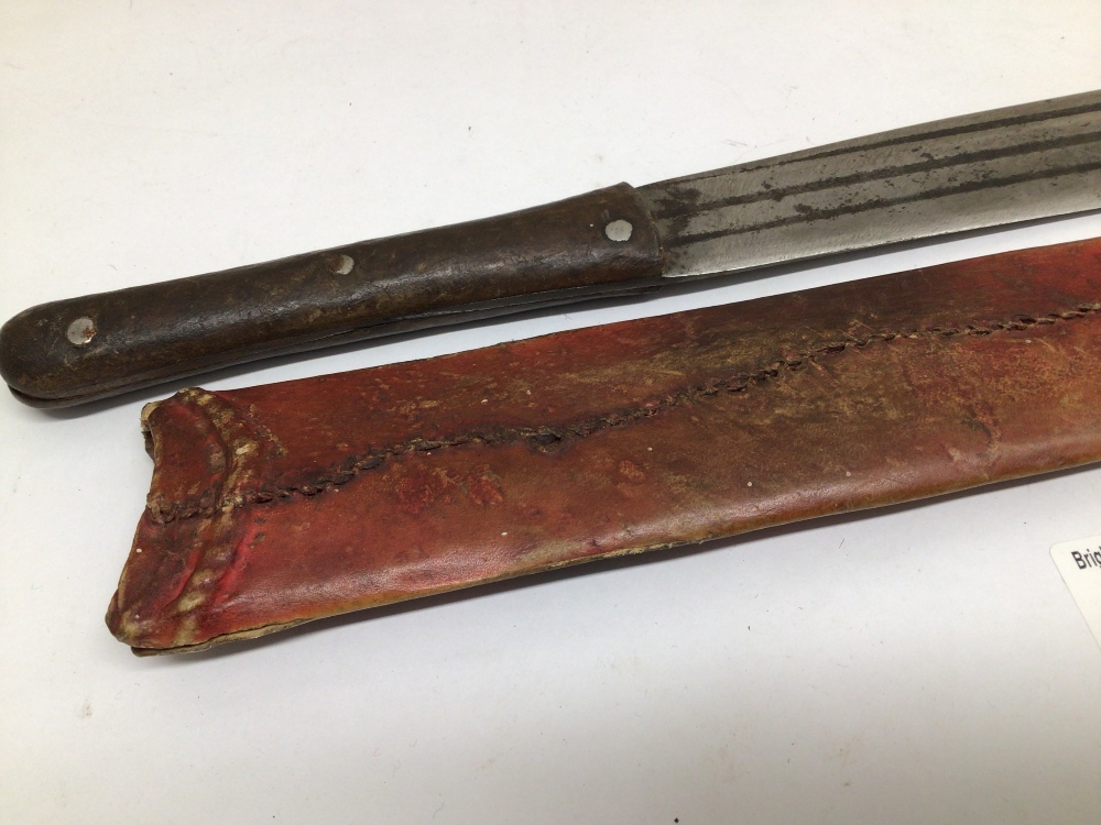 AN EARLY LEATHER HANDLE MACHETE WITH LEATHER SHEATH - Image 5 of 6