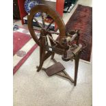A VINTAGE WOODEN SPINNING WHEEL
